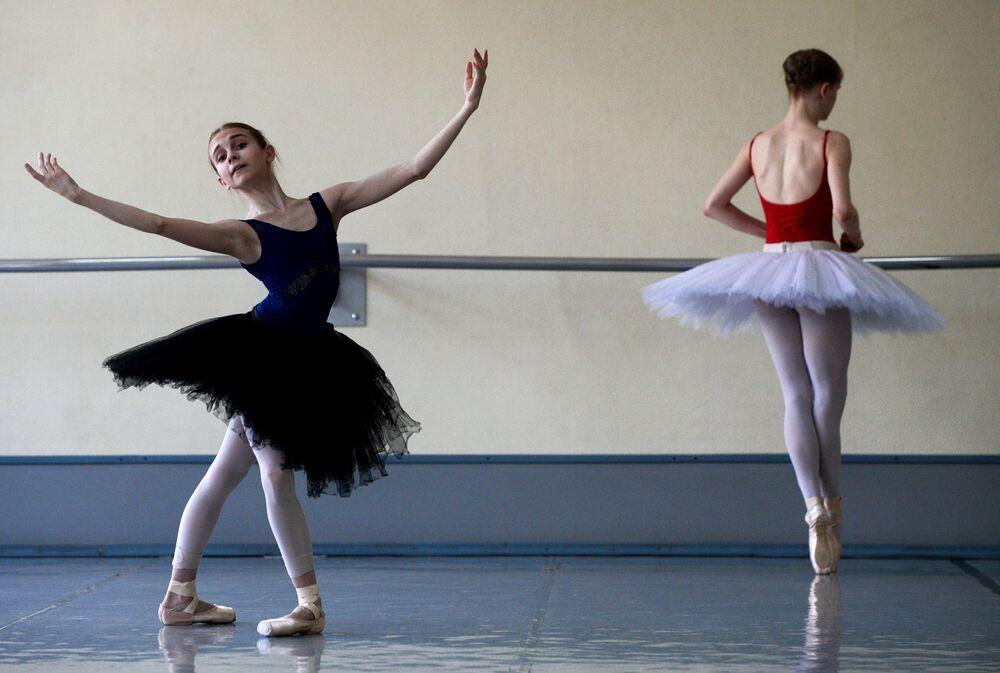 Cérémonie de fin d'études à l'école de ballet de Novossibirsk