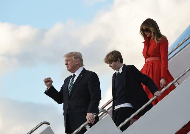 Le Président américain Donald Trump, sa femme Melania Trump et leur fils Barron