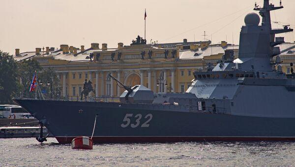 Боевые корабли вошли в акваторию Невы для участия в параде ко Дню ВМФ - Sputnik France