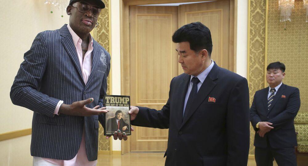 L'ex-basketteur américain Dennis Rodman et le ministre des Sports Kim Il-guk