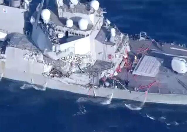 USS Fitzgerald endommagé