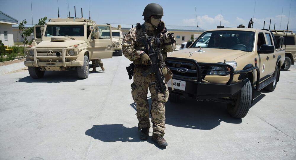 Un militaire de l'Otan dans la base de Shaheen
