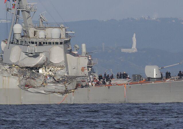 Un destroyer américain percute un cargo dans le Pacifique: 7 morts