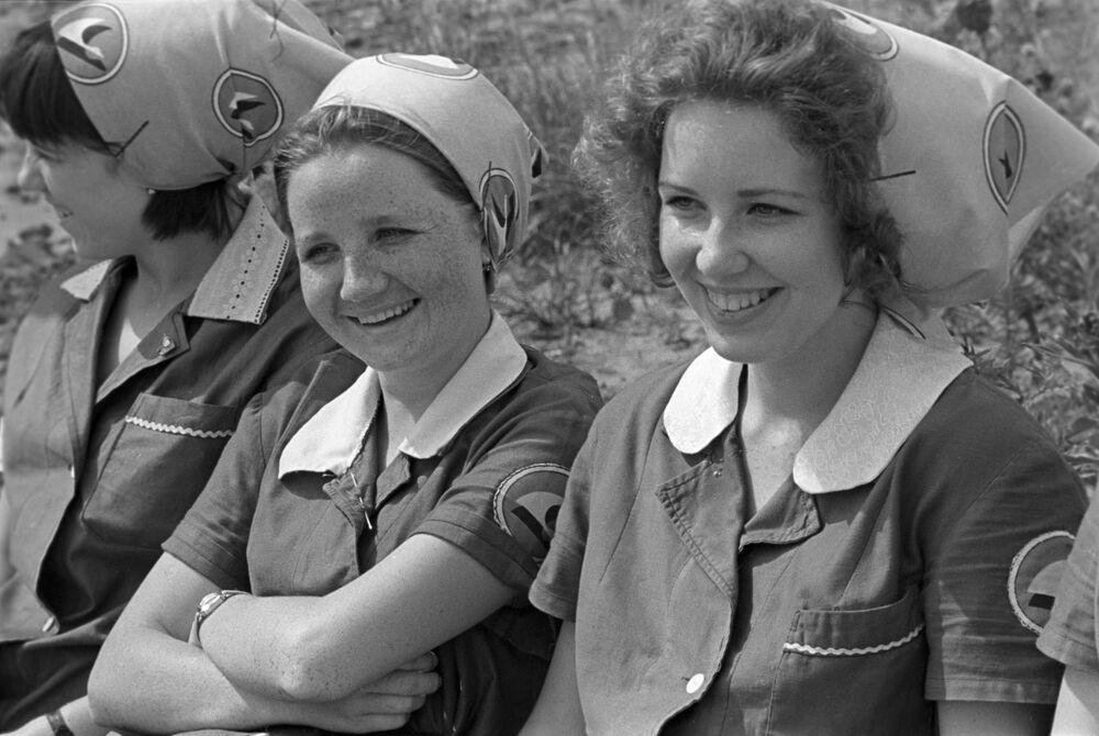 Les jeunes filles de l'Union soviétique