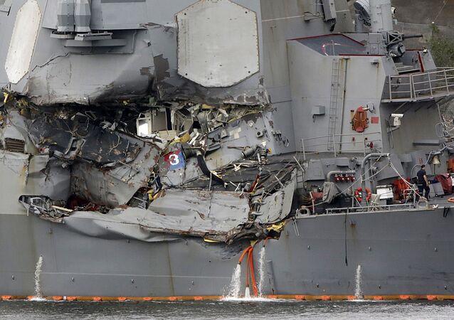 L' USS Fitzgerald endommagé
