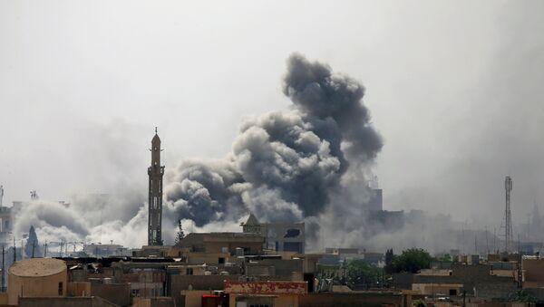 La ville de Mossoul en fumée - Sputnik France