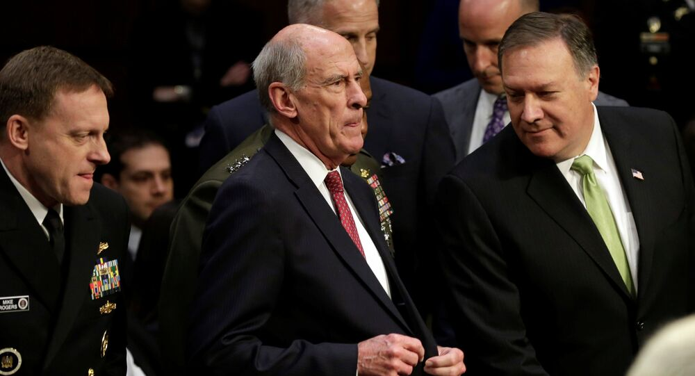 Mike Rogers, directeur de la NSA, Daniel Coats, directeur du Renseignement américain et Mike Pompeo, directeur de la CIA