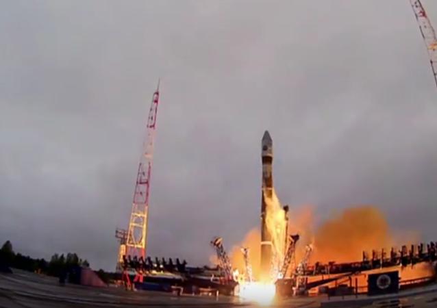 Le lanceur Soyouz-2.1v décolle avec un satellite militaire russe