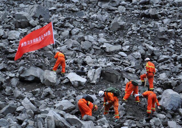 15 morts et 120 disparus dans un éboulement en Chine