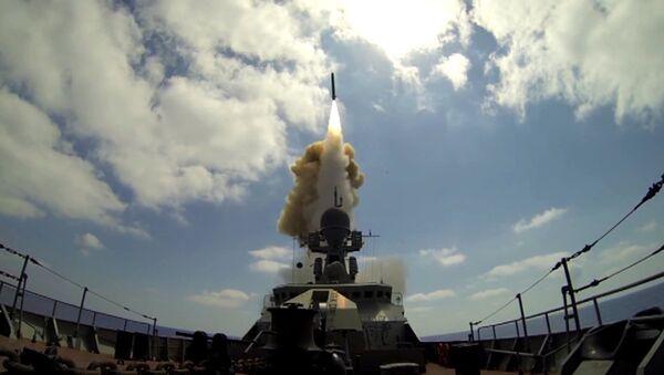 Russische Kriegsschiffe feuern auf Al-Nusra-Front in Syrien - Sputnik France