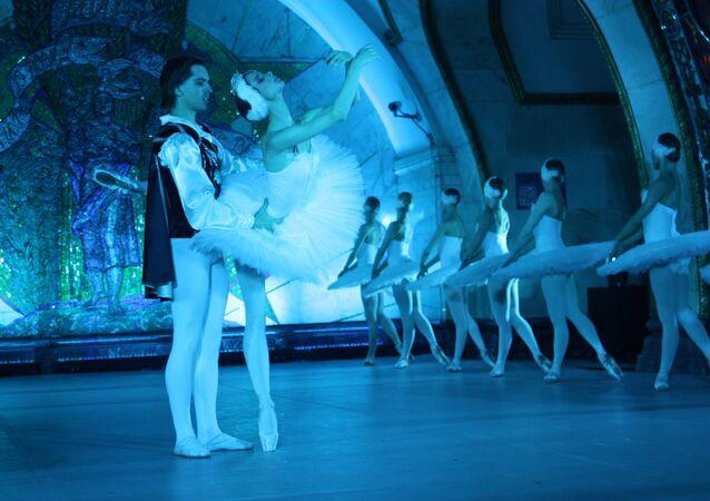 Nuit du ballet russe dans le métro