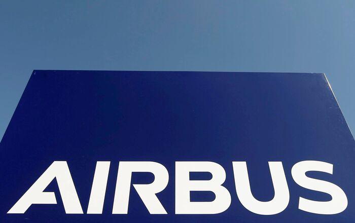 Le logo du groupe Airbus au siège de la société à Toulouse, dans le sud-ouest de la France