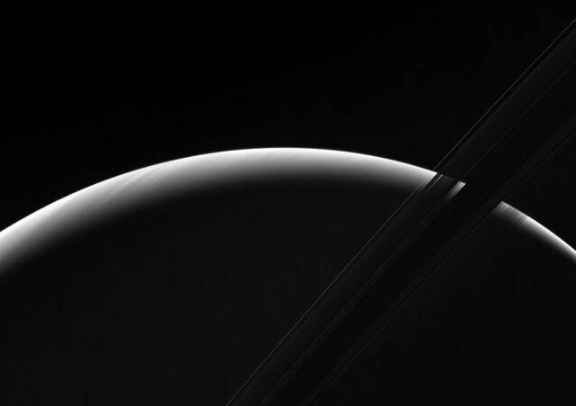 Les magnifiques clichés du point du jour sur Saturne