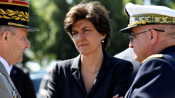 French Minister of the Armed Forces Sylvie Goulard (C) attends the ceremony to mark the 77th anniversary of late French General Charles de Gaulle's resistance call of June 18, 1940, at the Mont Valerien memorial in Suresnes, near Paris, France, June 18, 2017 - Sputnik France
