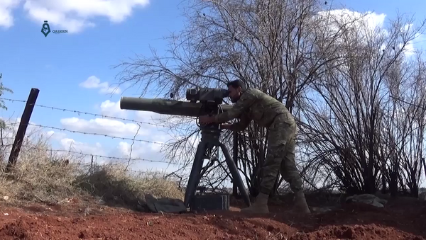 An Army of Glory fighter launches a BGM-71 TOW anti-tank missile at a Syrian government position during the 2017 Hama offensive. - Sputnik France