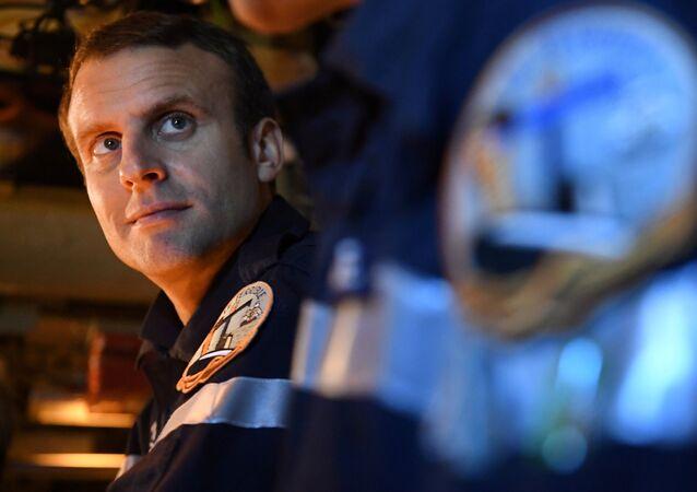 Emmanuel Macron sur le sous-marin Le Terrible