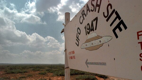 A sign directs travelers to the start of the 1947 UFO Crash Site Tours in Roswell, N.M., Tuesday, June 10, 1997. - Sputnik France