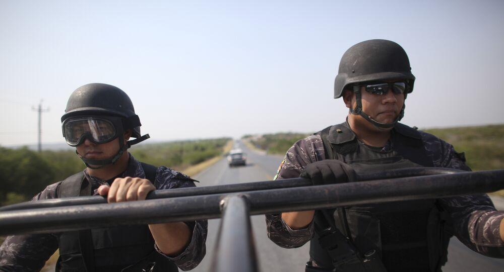 Des policiers méxicains patrouillent entre Ciudad Victoria et Matamoros, au Mexique