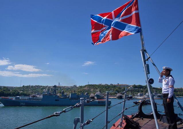 La frégate russe Amiral Essen rentre en Crimée après une mission en Syrie