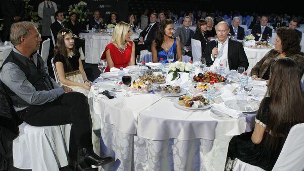 un dîner caritatif avec Vladimir Poutine à Saint-Pétersbourg en 2010 - Sputnik France