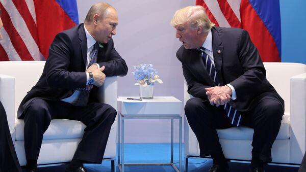 Donald Trump (à droite) et Vladimir Poutine - Sputnik France