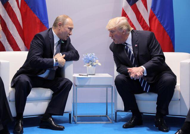 Donald Trump (à droite) et Vladimir Poutine