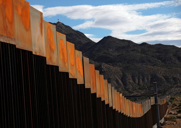 Projet de construction d'un mur à la frontière entre le Mexique et les États-Unis