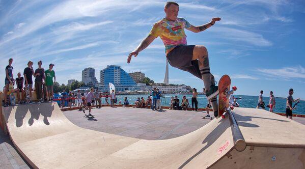 Vols au-dessus de la mer au festival X-Fest à Sébastopol - Sputnik France