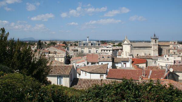 Mauguio (Hérault) - vue générale vers le nord, depuis la motte. À l'horizon, le pic Saint-Loup - Sputnik France