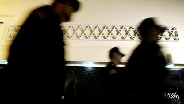 Turkish policemen patrolling during the Neve Shalom Synagogue's opening ceremony in Istanbul, 11 October 2004. - Sputnik France