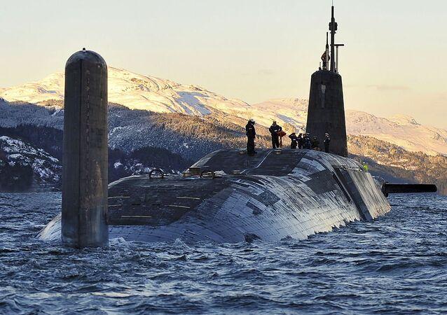 Un sous-marin HMS Vanguard