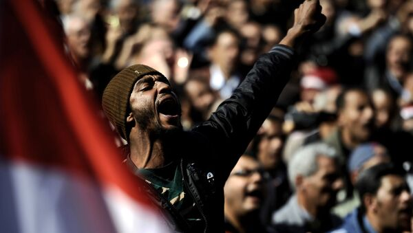 An Egyptian man shouts slogans against the military in Cairo's Tahrir Square on December 23, 2011 as people gathered for a mass rally against the ruling military, which sparked outrage when its soldiers were taped beating women protesters. - Sputnik France