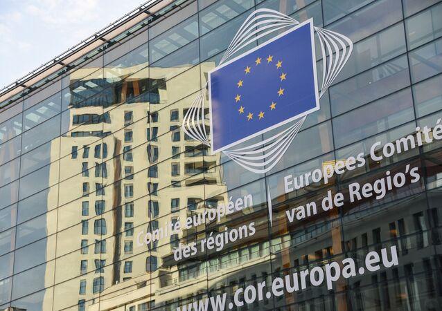 Logo de l'UE sur le bâtiment du siège du Parlement européen à Bruxelles