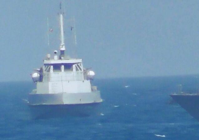 navire des GRI  et  navire de guerre USS Thunderbolt