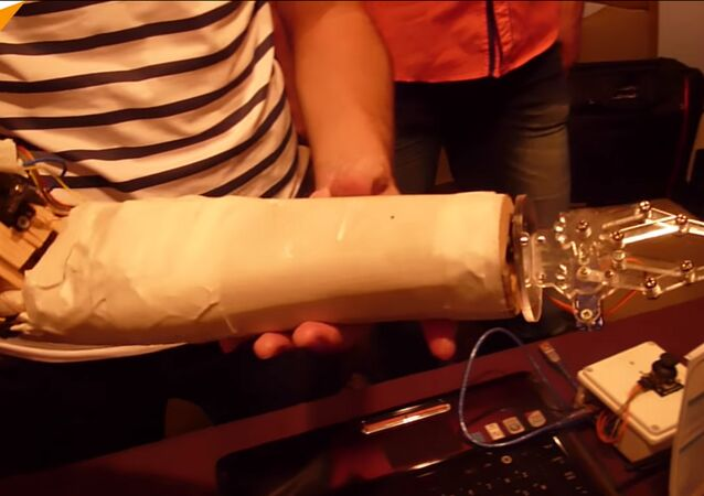 Des prothèses de bras à bas prix créées par des étudiants syriens (vidéo)