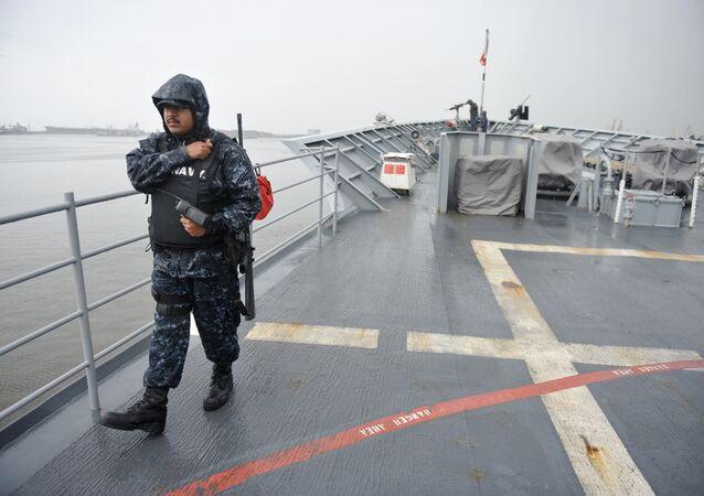 Un officier de la Navy US sur un croisier Vella Gulf