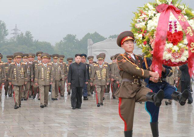 Kim Jong Un rend hommage aux martyres