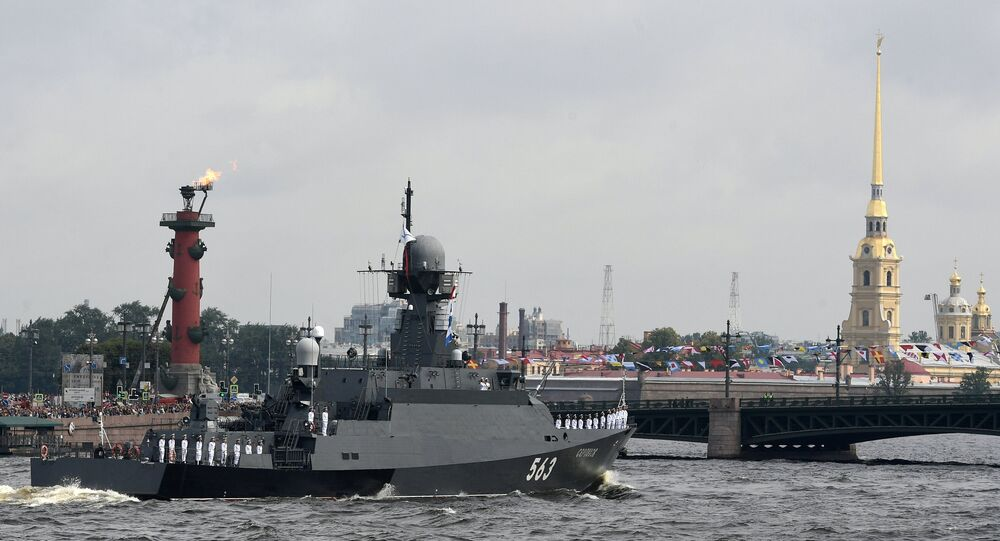 Parade navale à Saint-Pétersbourg