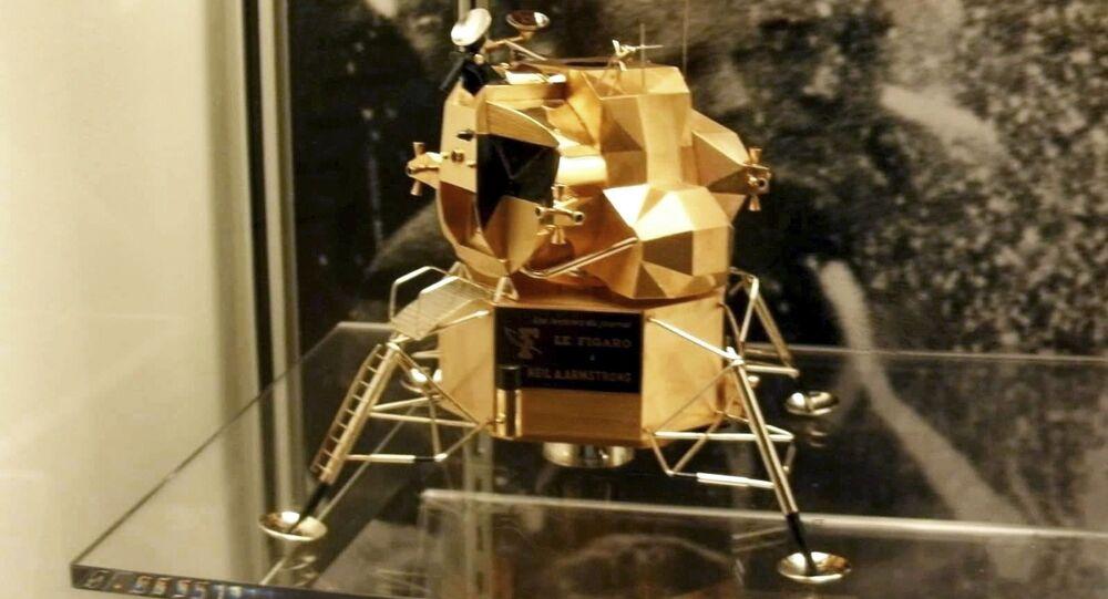 Un «module lunaire» en or offert à Neil Armstrong volé d'un musée US