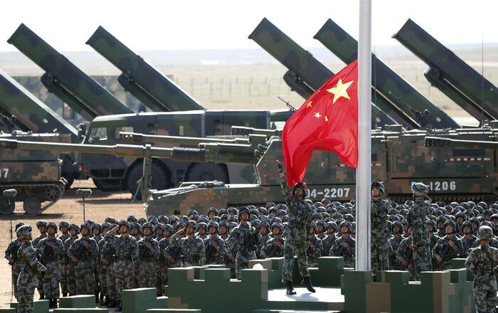 Artillerie et militaires chinois
