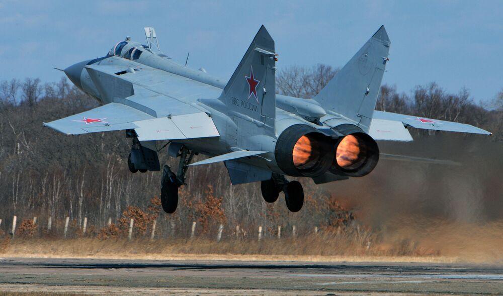 Le chasseur supersonique tout temps à long rayon d'action MiG-31