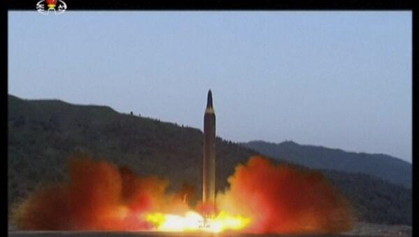 Le tir d'un missile Hwasong-12 en Corée du Nord - Sputnik France