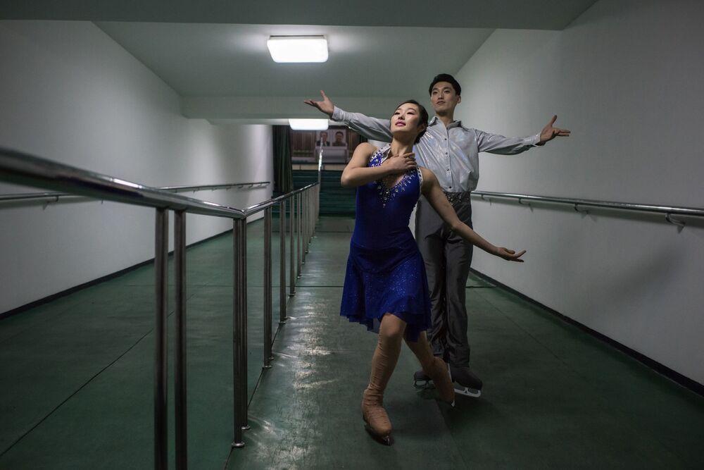 Les patineurs artistiques Nam Yong-myong et Choe Min à Pyongyang