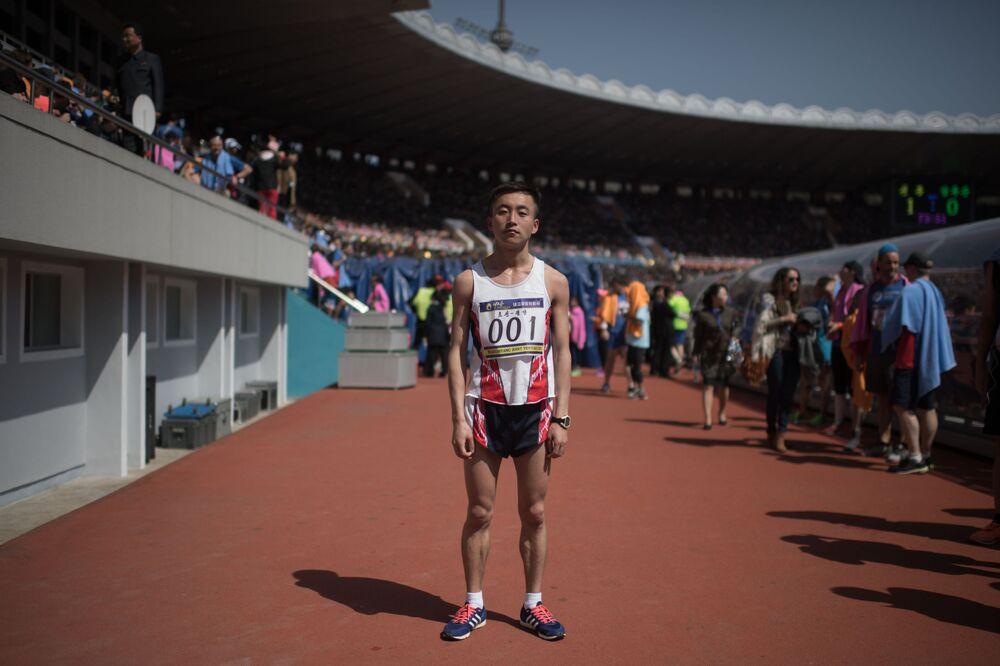 Le marathonien Pak Chol après sa victoire dans le marathon de Pyongyang