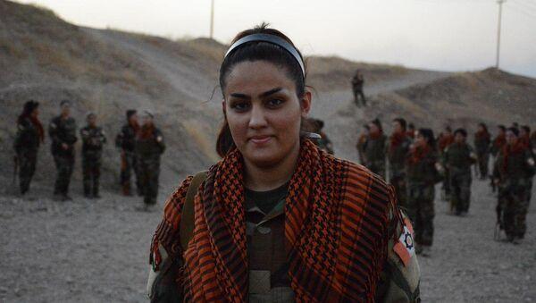 Une soldate kurde - Sputnik France