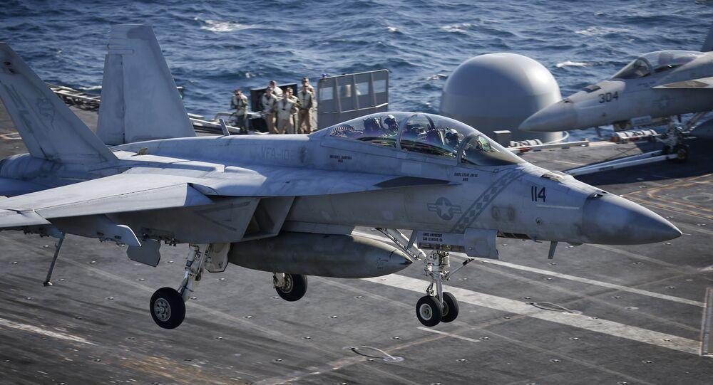 Un F/A-18 lors de son atterrissage
