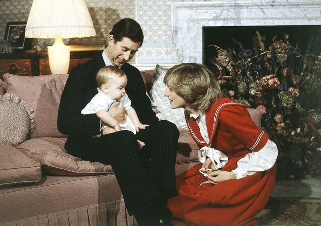 Le prince Charles et la princesse Diana avec le petit William en décembre 1982