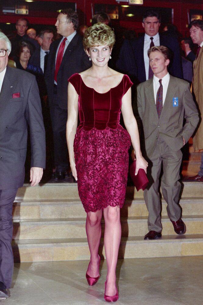 La princesse Diana avant l'ouverture du Liverpool Oratorio par Paul McCartney au Palais des Congrès de Lille, 1992