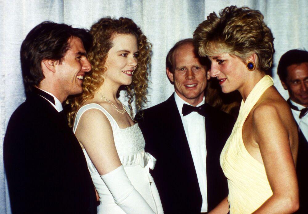 Le comédien Tom Cruise, la comédienne Nicole Kidman et la princesse Diana lors de la première d'un film à Londres