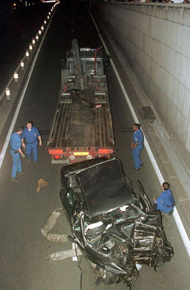 Sur les lieux de l'accident dans lequel sont morts la princesse Diana et Dodi Al-Fayed, Paris